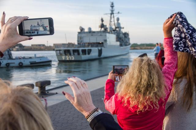 Reunion Der Marine Lichtermädchen In Mürwik Aula Marineschule uPkiXZ