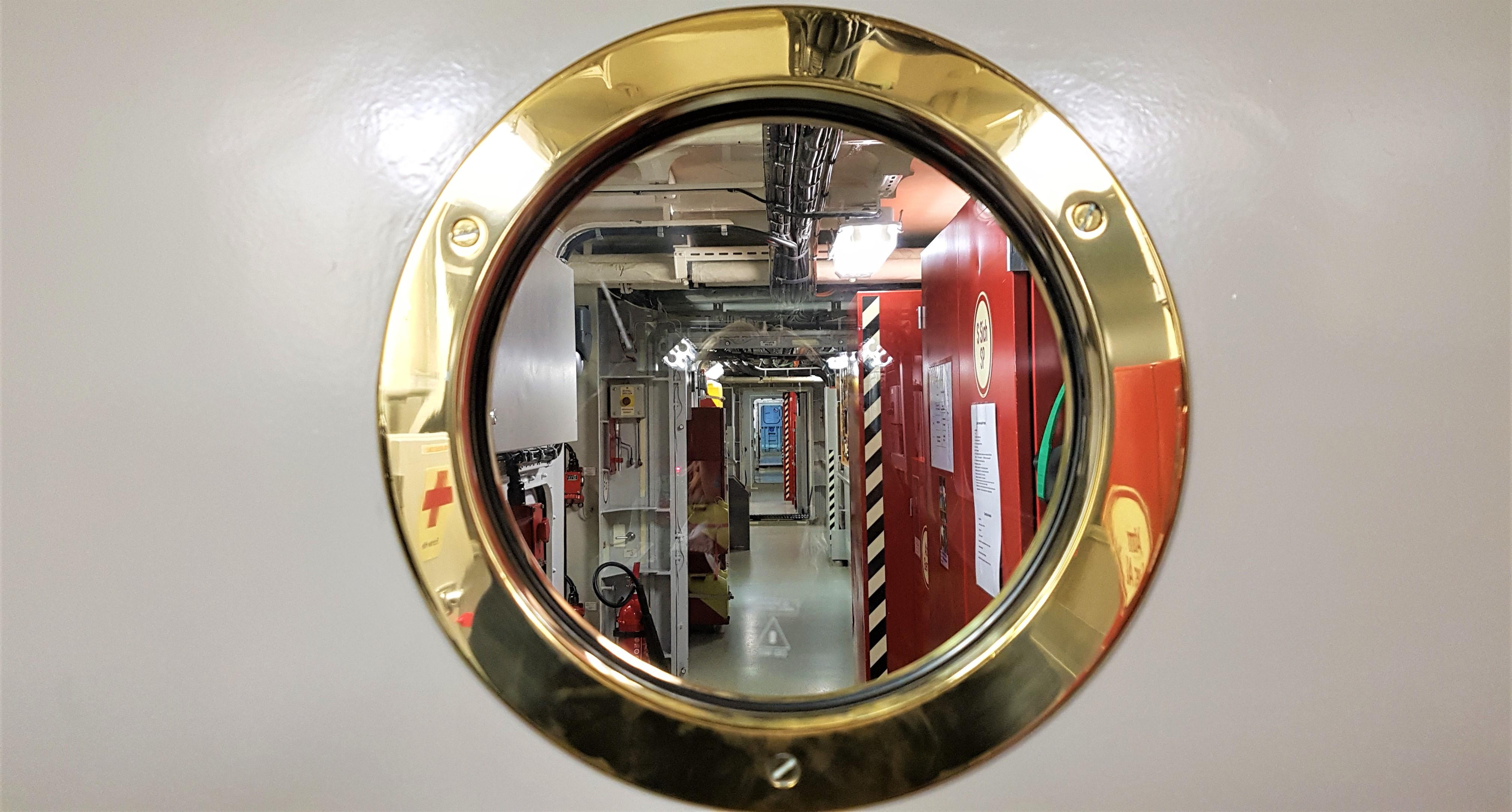 Blick - unter Deck - in die Fregatte SCHLESWIG HOLSTEIN. Mehr über den Bordalltag zur Zeit in einer Ausstellung im Marine-Ehrenmal in Laboe. Foto: May-Barg.