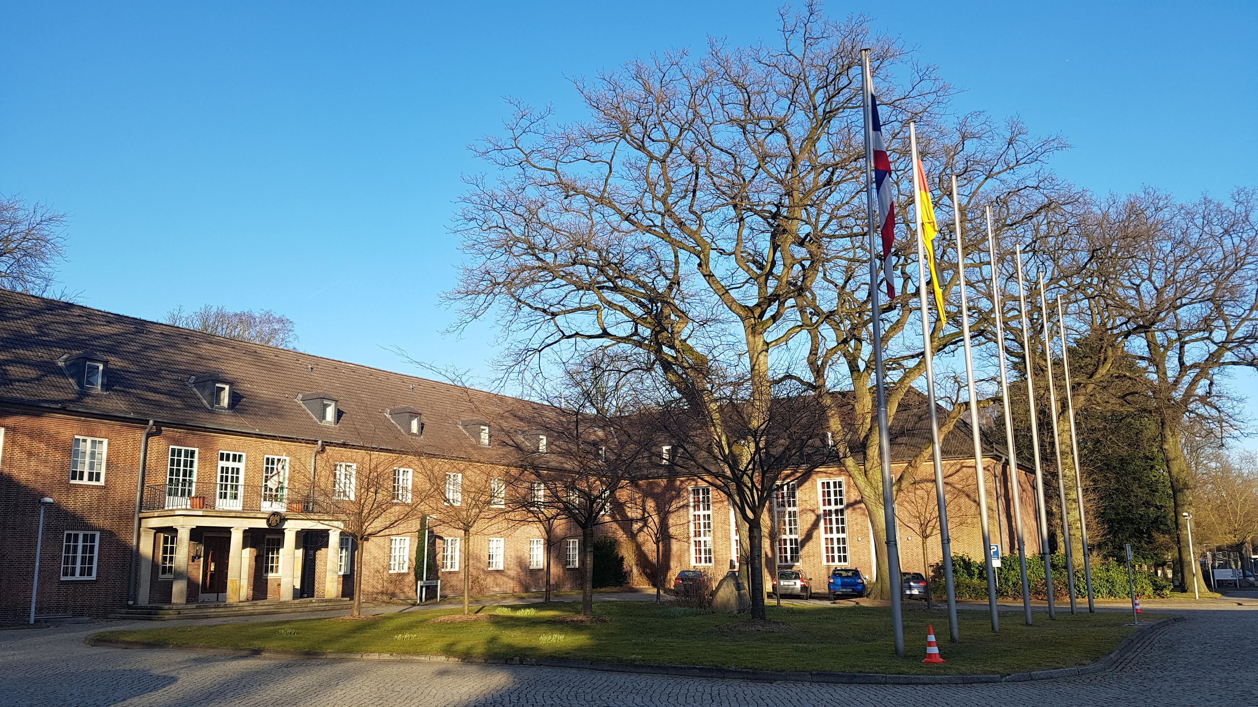 Hamburg: 60 Jahre Führungsakademie der Bundeswehr, hier Clausewitz-Kaserne, Hauptgebäude, u.a. Sitz des Kommandeurs der FüAkBw, 2018. Foto: May-Barg.