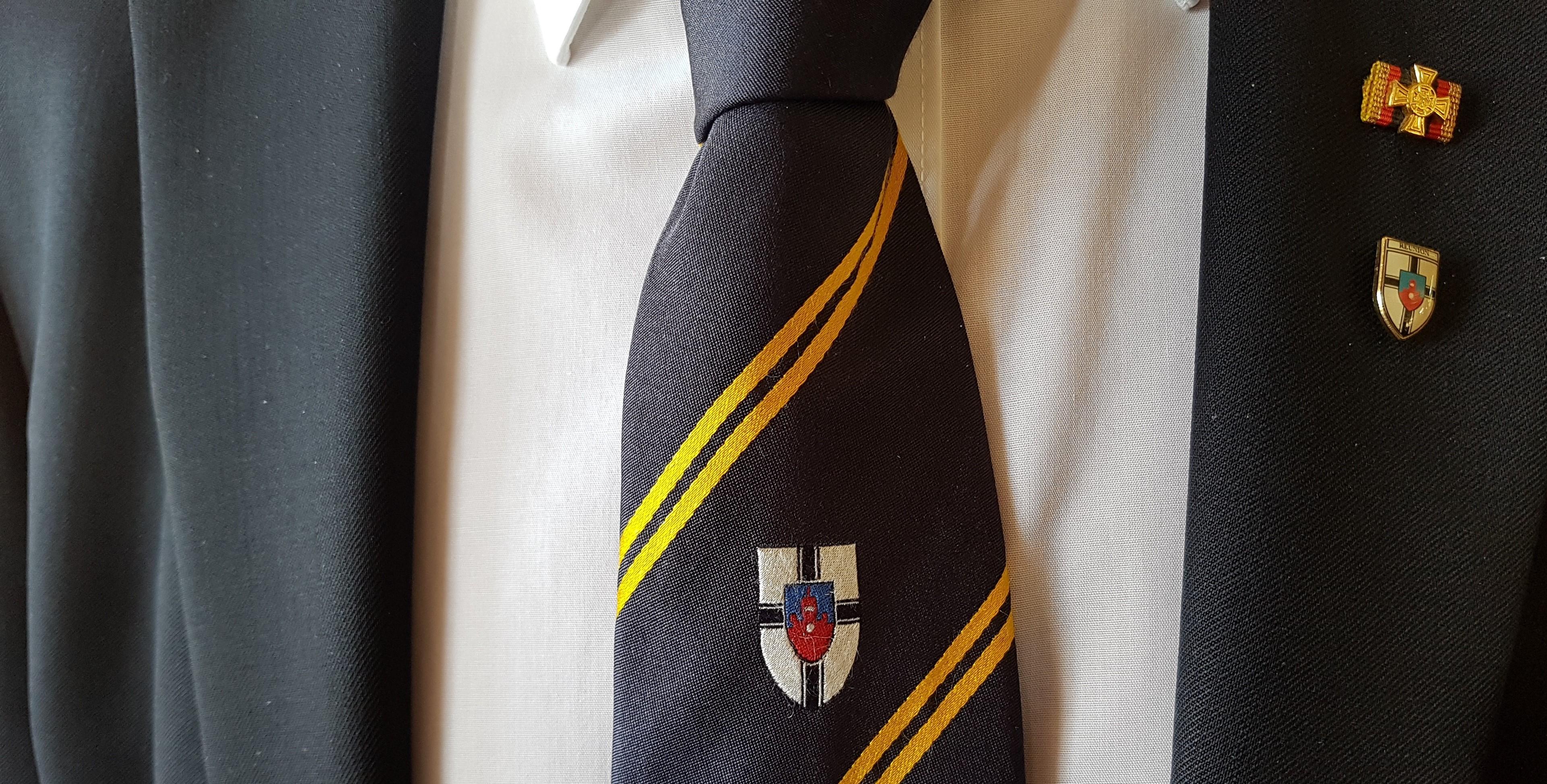 Verbundenheit: Das Wappen der Marineschule Mürwik ist auch das der REUNON Marine, nur das diese den Schriftzug REUNION über dem Schild trägt. F: May-Barg