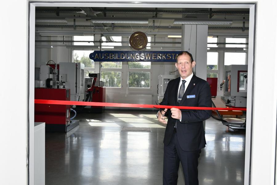 Rainer Sacher, Direktor Marinearsenal Kiel, eröffnet die Ausbildungswerkstatt. Foto: Susanne Weers Marsbildstelle Bundeswehr.