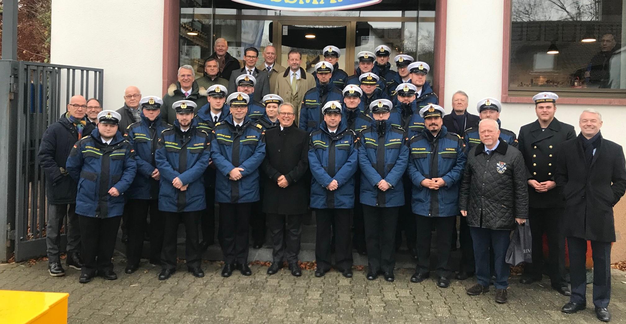 Gruppenfoto der Delegation der Fregatte HESSEN sowie dem Freundeskreis der Fregatte HESSEN, hier  Vorweihnachtszeit 2019. Foto: Sven Herbold.