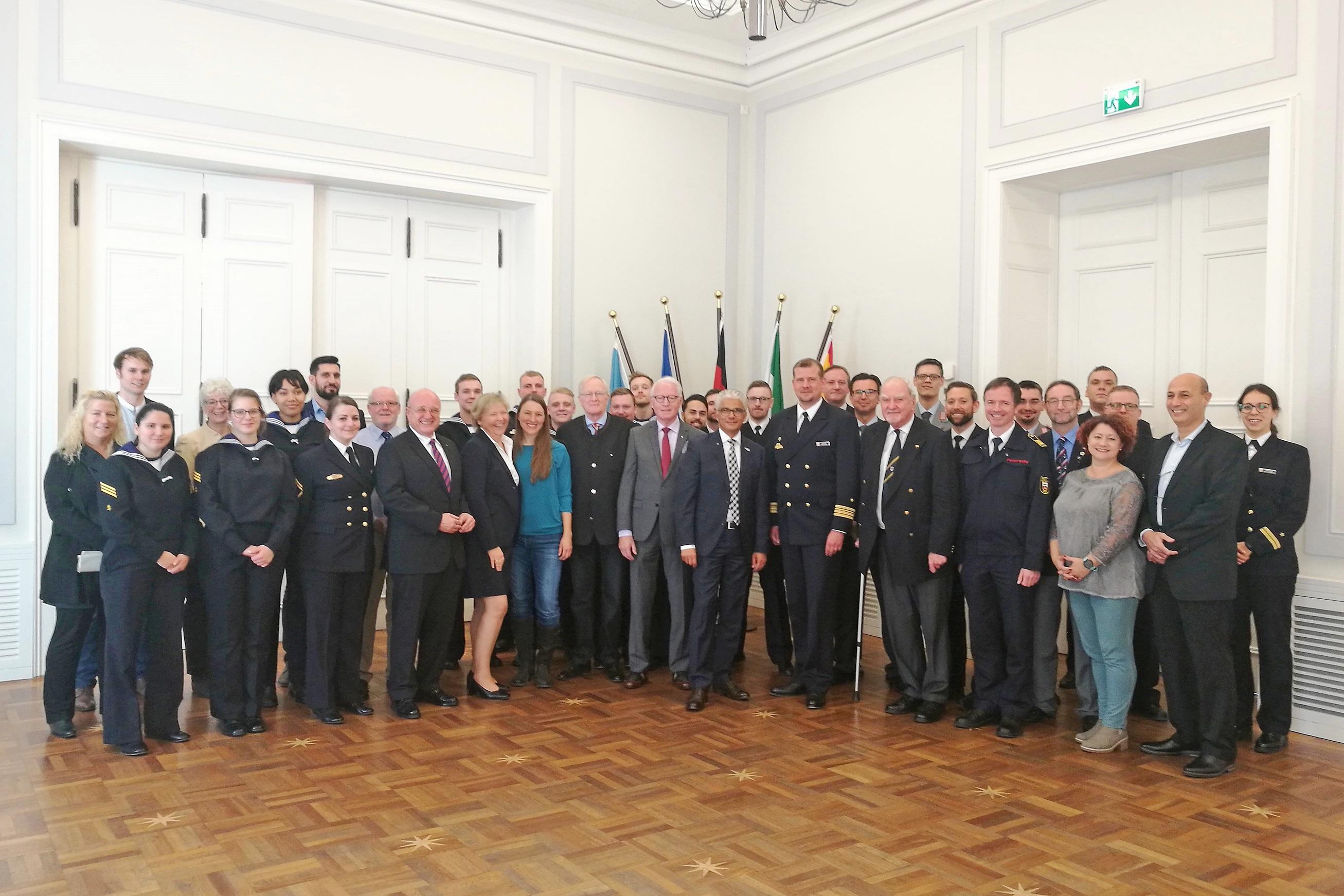 Patenschaftsbesuch des EGV BONN in Bonn: hier mit Oberbürgermeister, Bürgermeister sowie  Personen befreundeter Institutionen und Vereine. Foto: FK BONN.