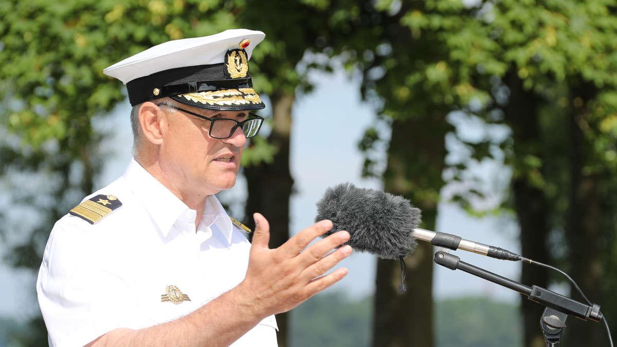 25. Juni 2021: der Inspekteur der Marine, Vizeadmiral Kay-Achim Schönbach, an der Marineunteroffizierschule während seiner Grundsatzrede. : BW, Marcel Kröncke.