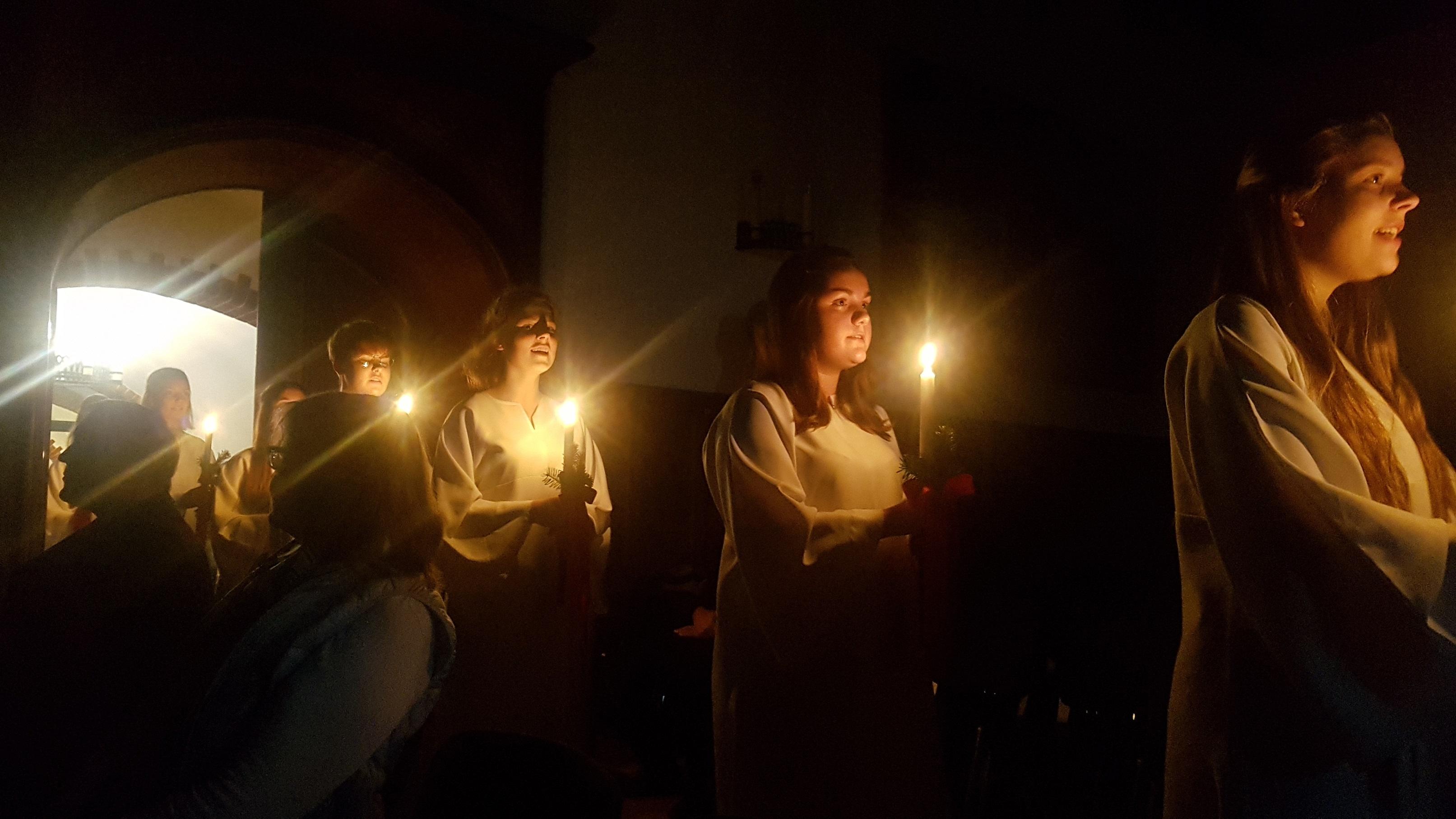 Lichtermädchen in der Aula der Marineschule Mürwik › REUNION